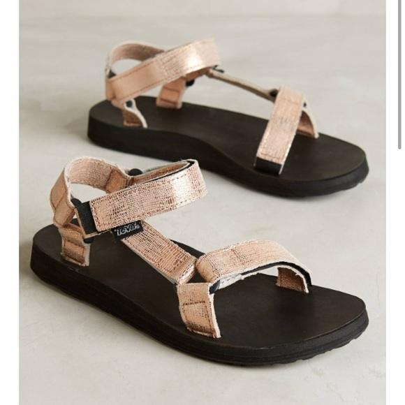 73629ef13607 Rose Gold Metallic Teva Original Sandals 🌸. M 5a92dfda61ca1052ea3e8d15